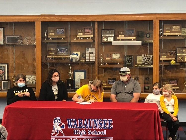 Ryleigh signing